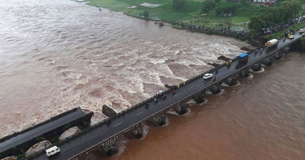 Who is to blame for the Mumbai-Goa bridge collapse