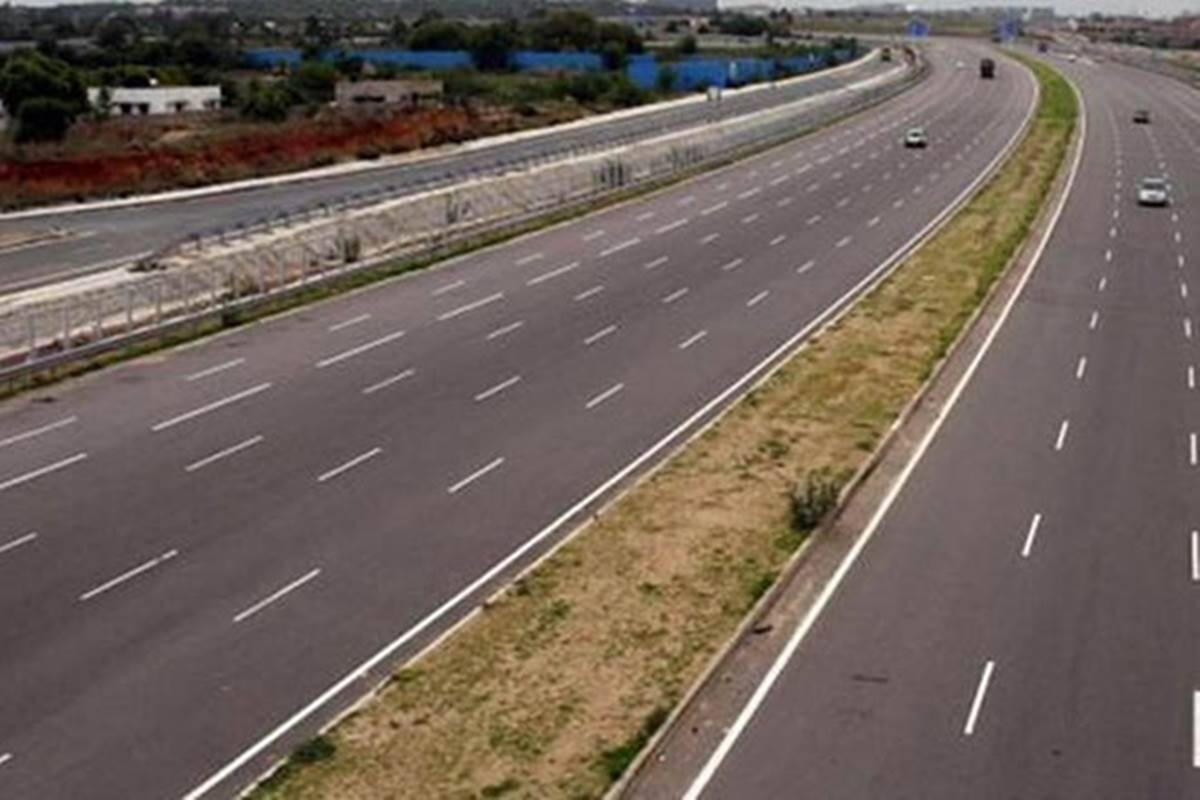 The Uttar Pradesh government has decided totap private lendersfor funding the 628 kmGanga Expressway project, which is estimated to cost more than Rs 36,000 crore.