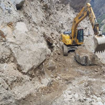 Komatsu Excavators help carve a new route to Kailash Manasarovar.