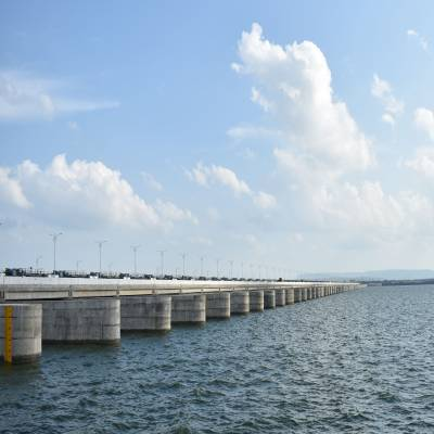 What went into construction of the Sundilla Barrage