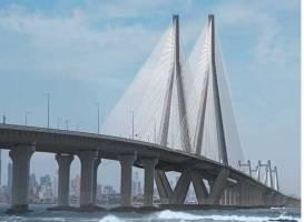 Formwork that accommodates bridge designs